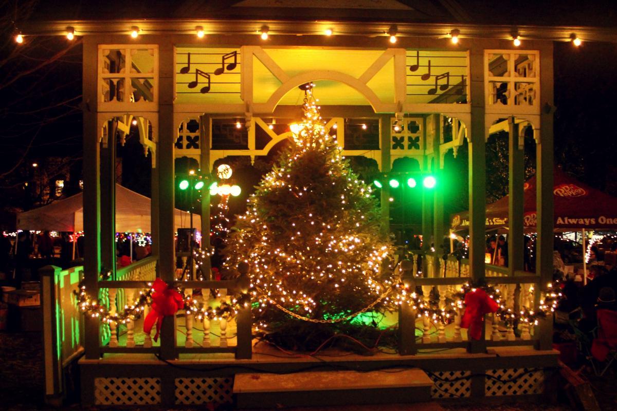 Christmas In The Park.Hammondsport Christmas In The Park Finger Lakes Region