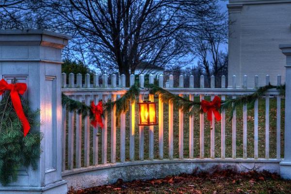 yuletide decorated fence
