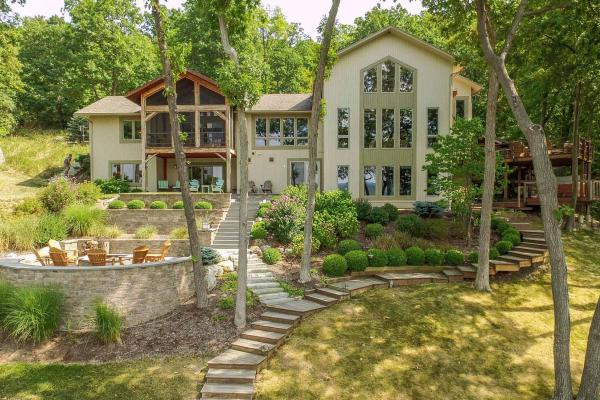 airbnb rentals in the Finger Lakes wine country of New York.