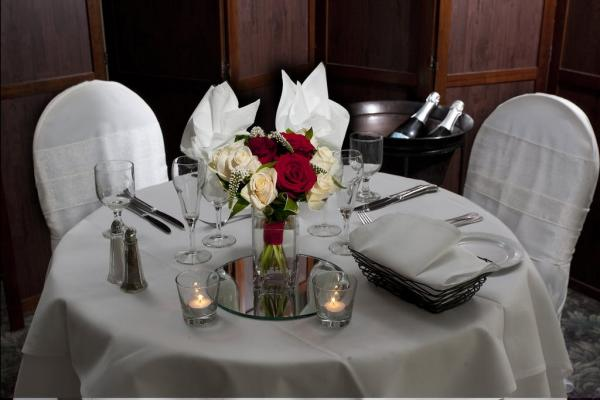 Table setting at La Tourelle's Bistro