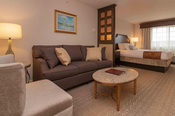 Newly Renovated Hotels near Keuka Lake or the Finger Lakes NY with pool  and pet friendly.