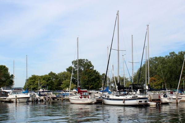 Sam Sen Seneca Lake marina with sailboats and cruisers docked