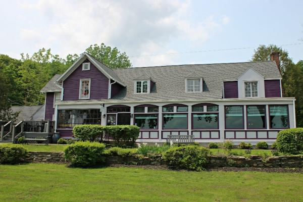 Plum Point Lodge farm house