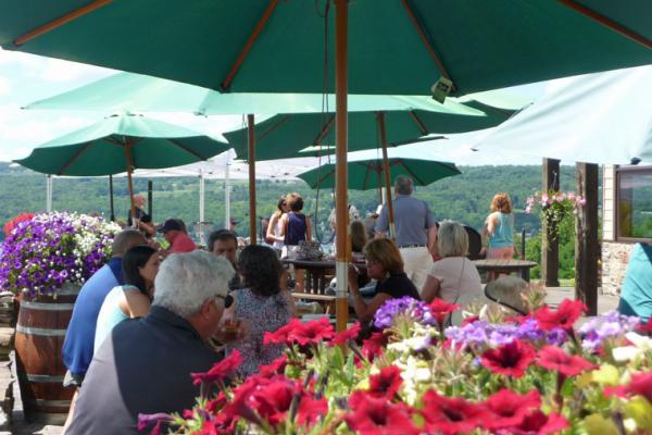 people watching Mike Pullano and Friends play music at Keuka Spring Vineyards