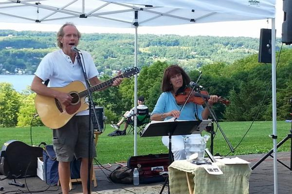 Live Music at Buttonwood Grove with Bob and Dee