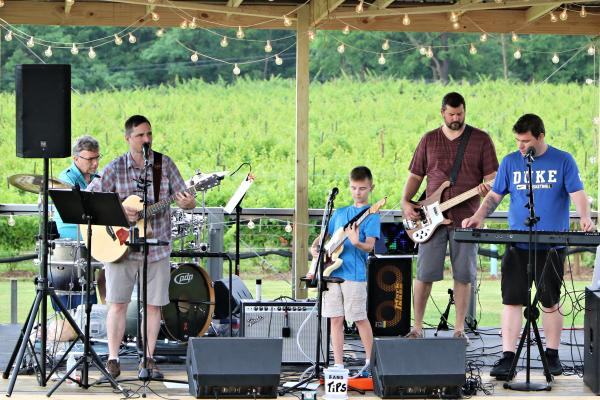 Live Music at Buttonwood Grove featuring Hot Dogs and Gin