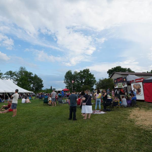 audience and concessions at Deer Run Winery concert